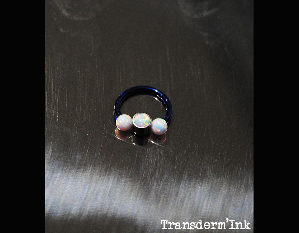 Horseshoes titane avec opale blanche