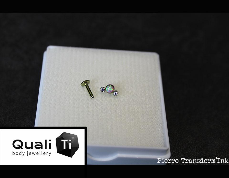Bijou QualiTi opale synthétique et strass